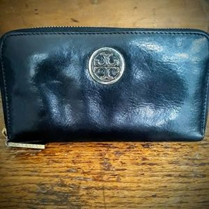 Tory Burch Zip Around Leather Wallet